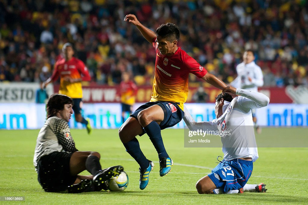 Federico Vilar (L), Uriel Alvarez (C) of Morelia struggles for the ball with <a gi-track='captionPersonalityLinkClicked' href=/galleries/search?phrase=Javier+Orozco&family=editorial&specificpeople=5505680 ng-click='$event.stopPropagation()'>Javier Orozco</a> (R) of Cruz Azul during a match as part of the Clausura 2013 Liga MX at Morelos Stadium on january 04, 2013 in Morelia, Mexico.