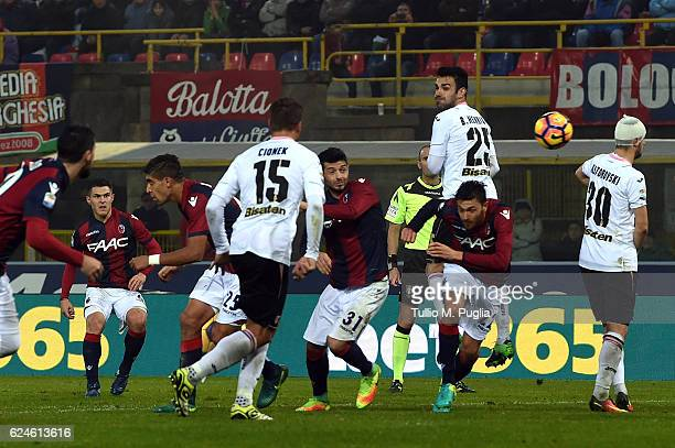 Federico Viviani of Bologna scores his team's third goal during the Serie A match between Bologna FC and US Citta di Palermo at Stadio Renato...