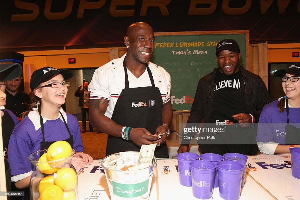 FedEx enlisted Green Bay Packers wide receiver Donald Driver and Washington Redskins running back Alfred Morris to run a lemonade stand with Junior Achievement students in the Super Bowl XLVII Media Center, one of the most highly-trafficked venues of the Super Bowl city. The event celebrated the 10th season of the FedEx Air & Ground NFL Players of the Year awards and allowed the students to run their first business.