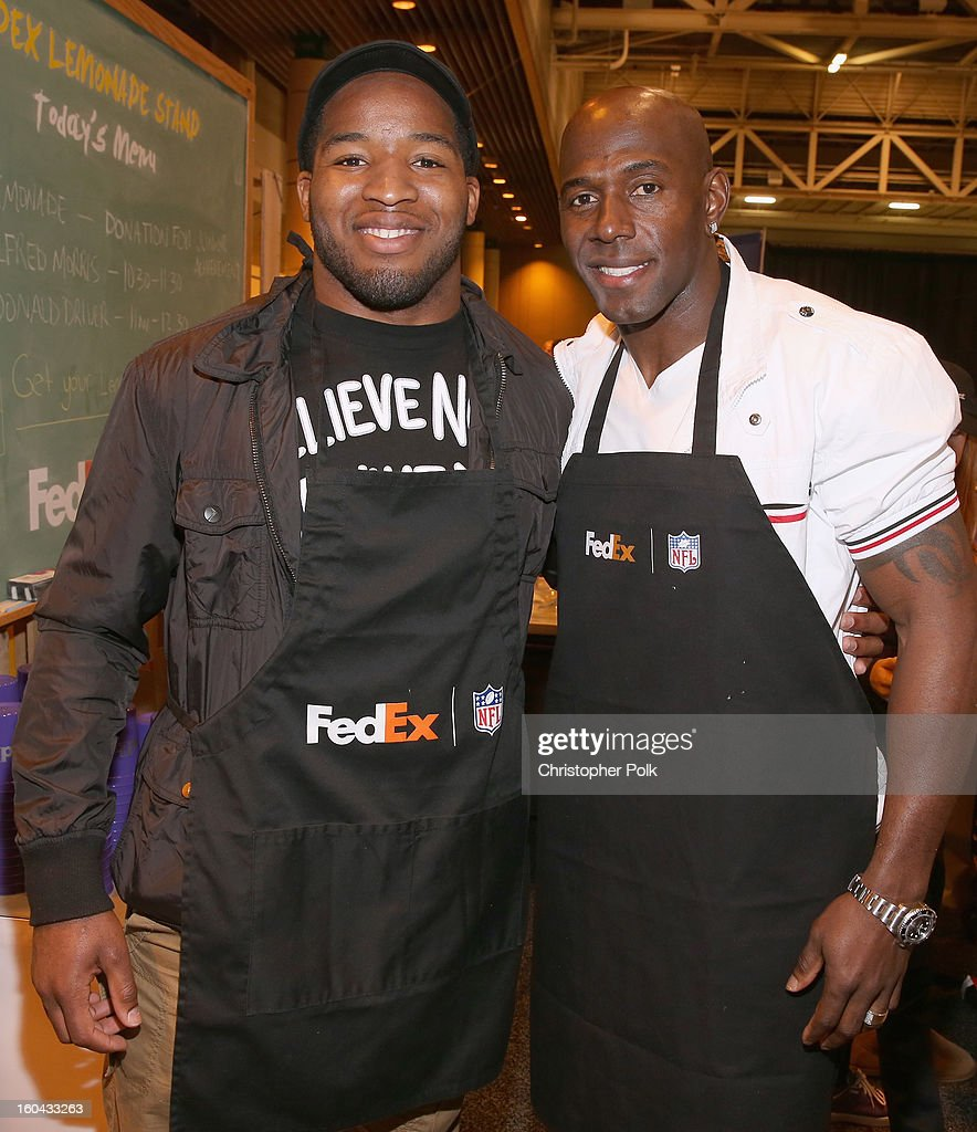 FedEx enlisted Washington Redskins running back Alfred Morris and Green Bay Packers wide receiver Donald Driver to run a lemonade stand with Junior Achievement students in the Super Bowl XLVII Media Center, one of the most highly-trafficked venues of the Super Bowl city. The event celebrated the 10th season of the FedEx Air & Ground NFL Players of the Year awards and allowed the students to run their first business.