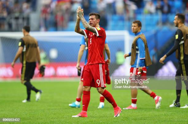 Fedor Smolov of Russia shows appreciation to the fans after the FIFA Confederations Cup Russia 2017 Group A match between Russia and New Zealand at...