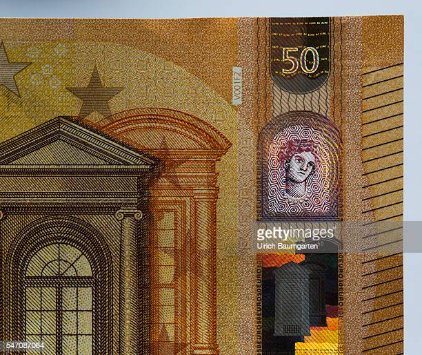 Feeling seeing tittinga number of important security features on the new 50 Euro banknotes which are circulated in the spring 2017th The photo shows...