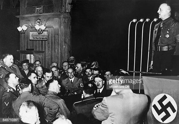 Feier zum 20 Jahrestag der Verkündung desNSDAP Parteiprogramms im MünchenerHofbräuhaus Gauleiter Adolf Wagner beider Begrüssungsansprache vor...