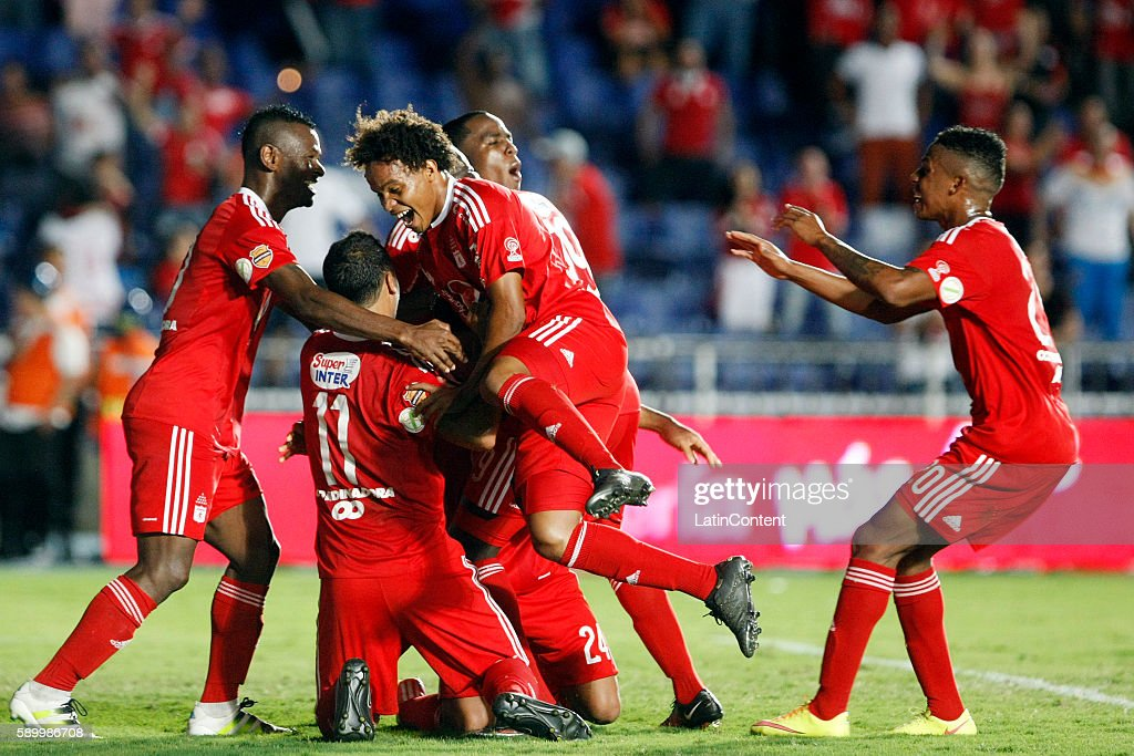 Feiver Mercado of America de Cali celebrates with teammates after scoring the third goal of his team during a match between America de Cali and...