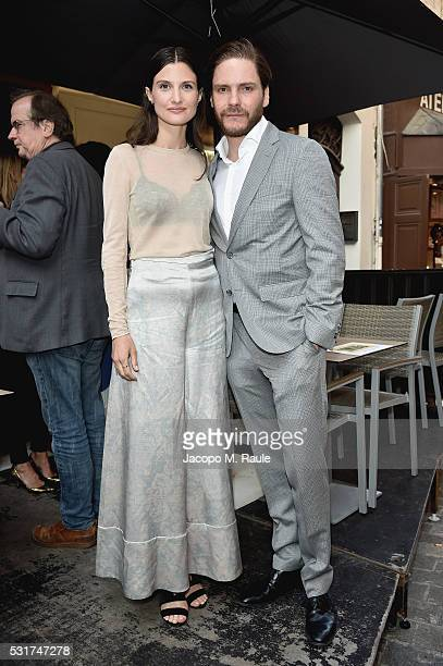 Felicitas Rombold and actor Daniel Bruhl attend IMDb's 2016 Dinner Party In Cannes at Restaurant Mantel on May 16 2016 in Cannes France
