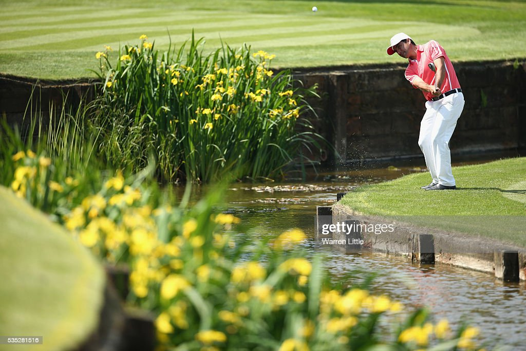 <a gi-track='captionPersonalityLinkClicked' href=/galleries/search?phrase=Felipe+Aguilar&family=editorial&specificpeople=562693 ng-click='$event.stopPropagation()'>Felipe Aguilar</a> of Chile chips to the 18th green during day four of the BMW PGA Championship at Wentworth on May 29, 2016 in Virginia Water, England.