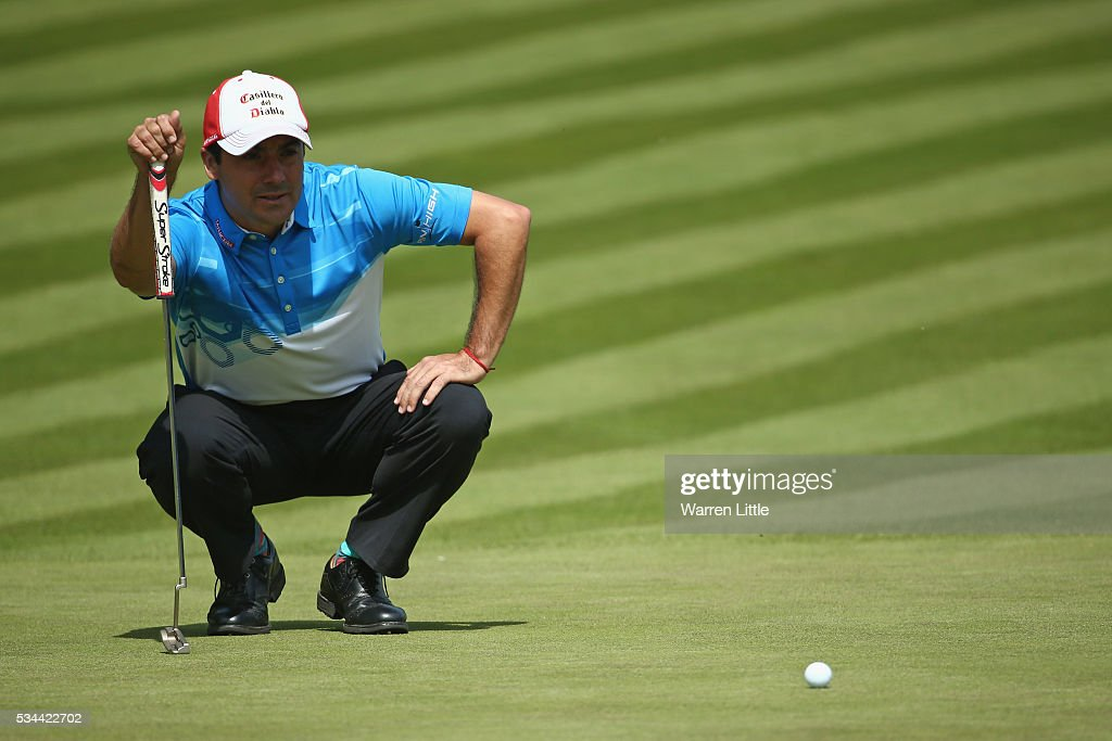 <a gi-track='captionPersonalityLinkClicked' href=/galleries/search?phrase=Felipe+Aguilar&family=editorial&specificpeople=562693 ng-click='$event.stopPropagation()'>Felipe Aguilar</a> of Chile lines up on the 18th green during day one of the BMW PGA Championship at Wentworth on May 26, 2016 in Virginia Water, England.