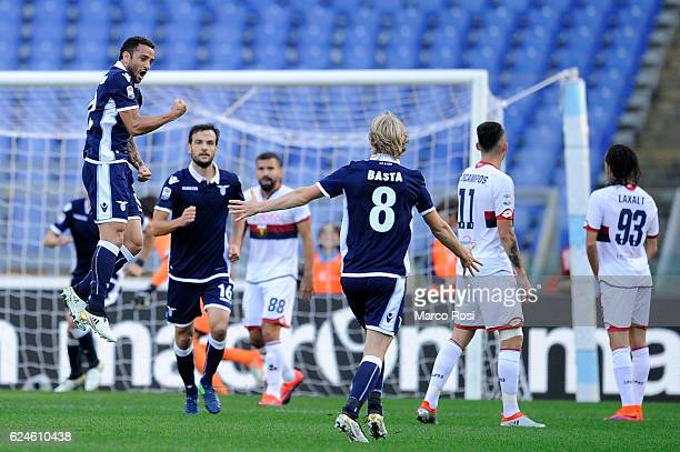 Felipe Anderson his team mates of SS lazio ceilebrates after scoring the opening goal during the Serie A match between SS Lazio and Genoa CFC at...