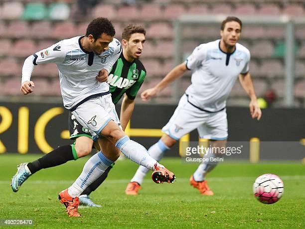 Felipe Anderson of Lazio scores the goal 21 during the Serie A match between US Sassuolo Calcio and SS Lazio at Mapei Stadium Citta del Tricolore on...