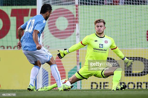 Felipe Anderson of Roma tries to score against goalkeeper Loris Karius of Mainz during the Friendly Match between 1 FSV Mainz 05 and Lazio Roma at...