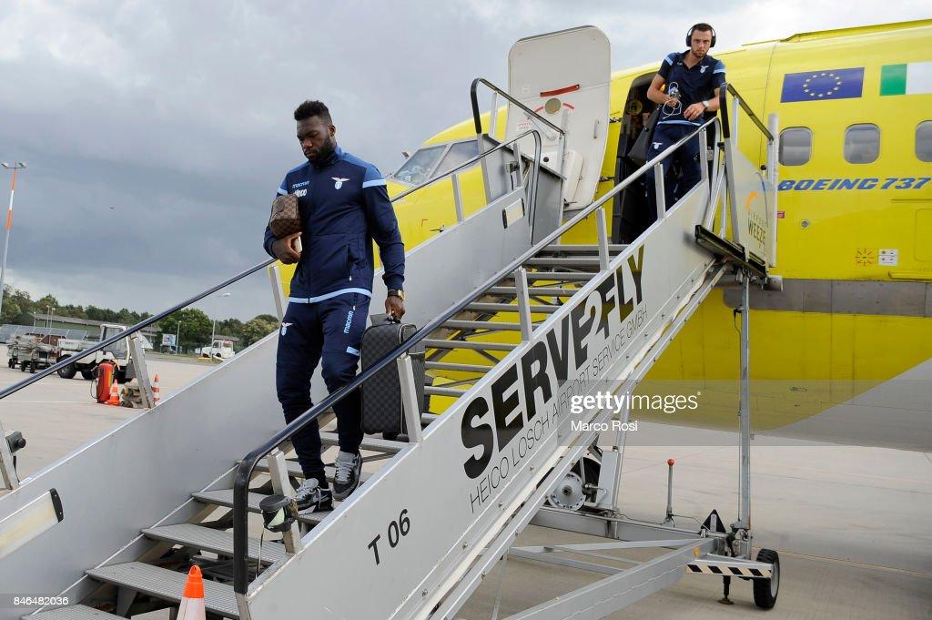 Felipe Caicedo disembarks the plane as SS Lazio travel to Arnhem ahead of their UEFA Europa League match against Vitesse Arnhem on September 13, 2017 in Arnhem, Netherlands.