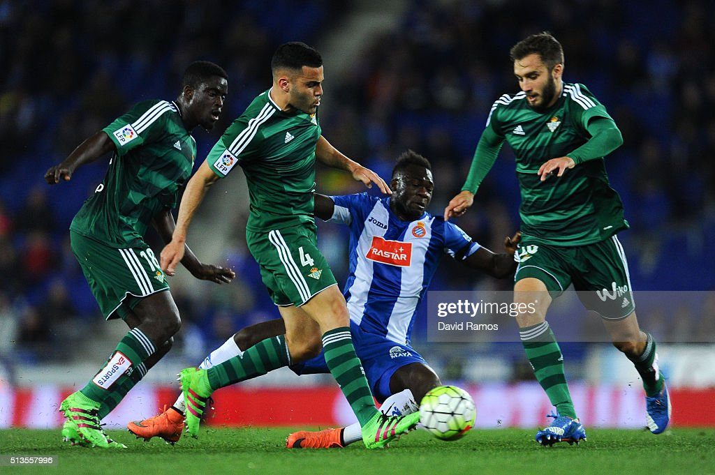 <a gi-track='captionPersonalityLinkClicked' href=/galleries/search?phrase=Felipe+Caicedo&family=editorial&specificpeople=3954399 ng-click='$event.stopPropagation()'>Felipe Caicedo</a> of RCD Espanyol is brought down by (L-R) <a gi-track='captionPersonalityLinkClicked' href=/galleries/search?phrase=Alfred+N%27Diaye&family=editorial&specificpeople=5553791 ng-click='$event.stopPropagation()'>Alfred N'Diaye</a>, Bruno Gonzalez and German Pezzella of Real Betis Balompie during the La Liga match between Real CD Espanyol and Real Betis Balompie at Cornella-El Prat Stadium on March 3, 2016 in Barcelona, Spain.