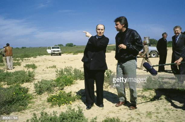 Felipe Gonzalez and Francois Mitterrand in the Donana National Park The presidents of Spain and France in a walk