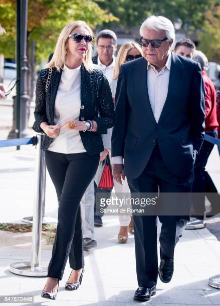 Felipe Gonzalez arrives to the Funeral Tribute For Angel Nieto in Madrid on September 16 2017 in Madrid Spain