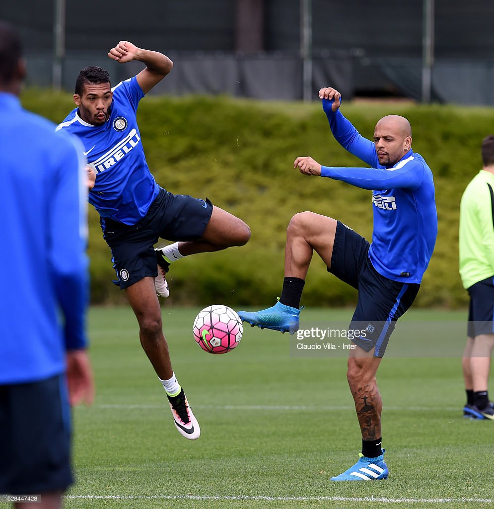 <a gi-track='captionPersonalityLinkClicked' href=/galleries/search?phrase=Felipe+Melo&family=editorial&specificpeople=646942 ng-click='$event.stopPropagation()'>Felipe Melo</a> (R) and Juan Jesus compete for the ball during the FC Internazionale training session at the club's training ground at Appiano Gentile on May 5, 2016 in Como, Italy.