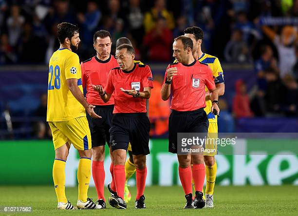 Felipe of FC Porto appeals to referee Cuneyt Cakir during the UEFA Champions League Group G match between Leicester City FC and FC Porto at The King...