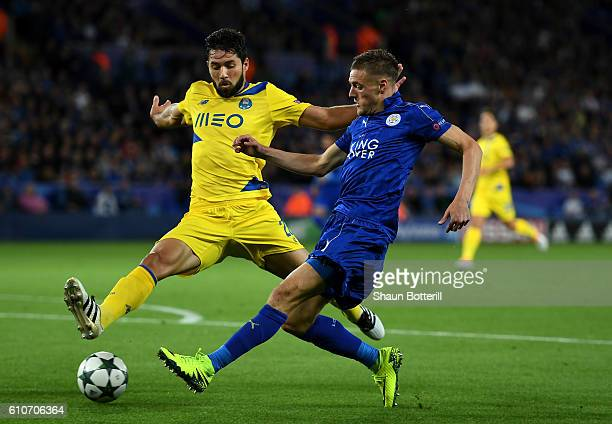 Felipe of FC Porto blocks Jamie Vardy of Leicester City during the UEFA Champions League Group G match between Leicester City FC and FC Porto at The...