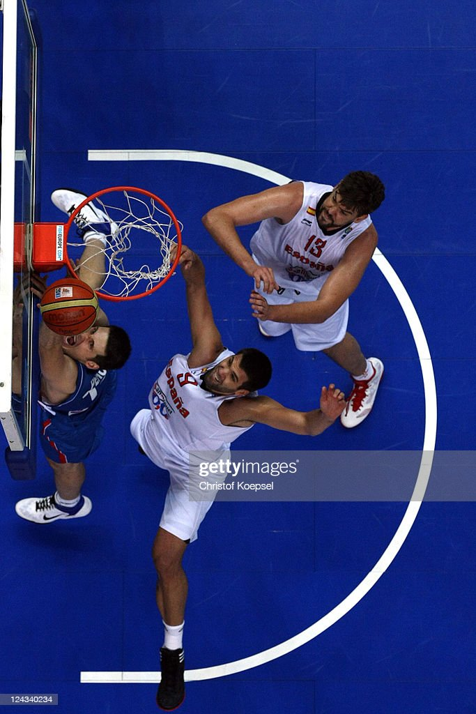 <a gi-track='captionPersonalityLinkClicked' href=/galleries/search?phrase=Felipe+Reyes&family=editorial&specificpeople=732755 ng-click='$event.stopPropagation()'>Felipe Reyes</a> and Marco Gasol of Spain (R) defend against Ivan Paunic of Serbia during the EuroBasket 2011 second round group E match between Spain and Serbia at Siemens Arena on September 9, 2011 in Vilnius, Lithuania.