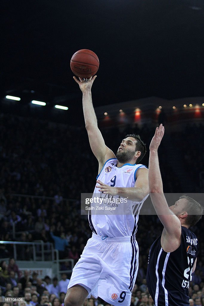 Felipe Reyes #9 of Real Madrid competes with Dusko Savanovic #20 of Anadolu Efes during the 2012-2013 Turkish Airlines Euroleague Top 16 Date 7 between Anadolu EFES Istanbul v Real Madrid at Abdi Ipekci Sports Arena on February 14, 2013 in Istanbul, Turkey.