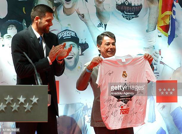 Felipe Reyes of Real Madrid presents a signed tshirt to Ignacio Gonzalez Region of Madrid President at Puerta del Sol Madrid at the celebrations of...