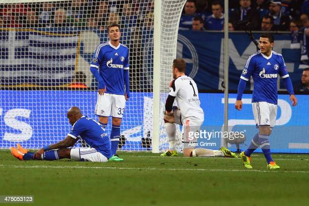 Felipe Santana Roman Neustaedter Ralf Faehrmann and Sead Kolasinac of Schalke react after Gareth Bale of Madrid scored his team's second goal during...