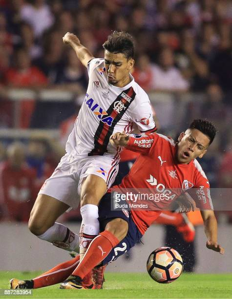 Felipe Vizeu of Flamengo struggles for the ball with Ezequiel Barco of Independiente during the first leg of the Copa Sudamericana 2017 final between...