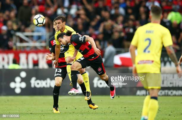 Felix Asdruval Padron Hernandez of the Mariners and Raul Llorente of the Wanderers contest possession during the round two ALeague match between the...