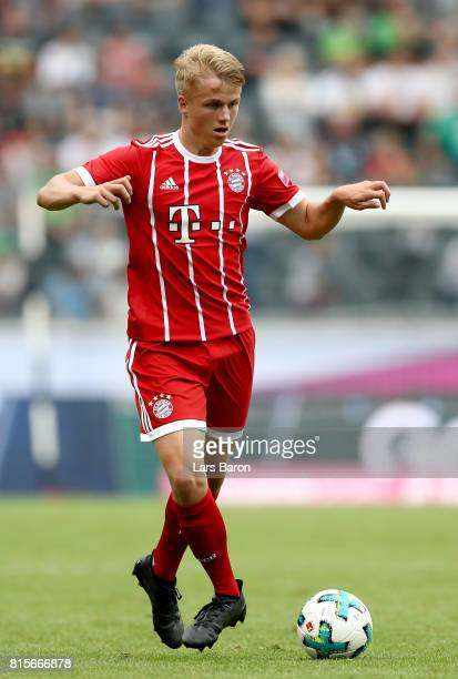 Felix Goetze of Muenchen runs with the ball during the Telekom Cup 2017 Final between SV Werder Bremen and FC Bayern Muenchen at Borussia Park on...