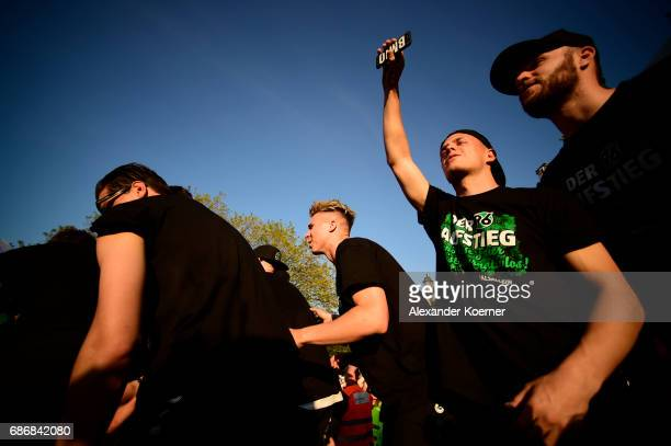 Felix Klaus of German club Hannover 96 celebrates its promotion to 1 Bundesliga at Neues Rathaus on May 22 2017 in Hanover Germany Hannover 96...