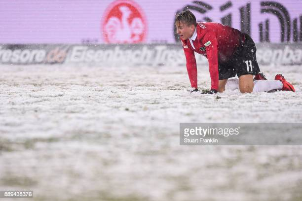 Felix Klaus of Hannover 96 reacts during the Bundesliga match between Hannover 96 and TSG 1899 Hoffenheim at HDIArena on December 10 2017 in Hanover...