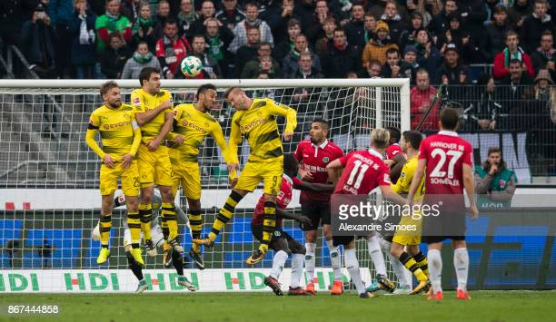 Felix Klaus of Hannover 96 scores a goal to the 32 during the Bundesliga match between Hannover 96 and Borussia Dortmund at HDIArena on October 28...