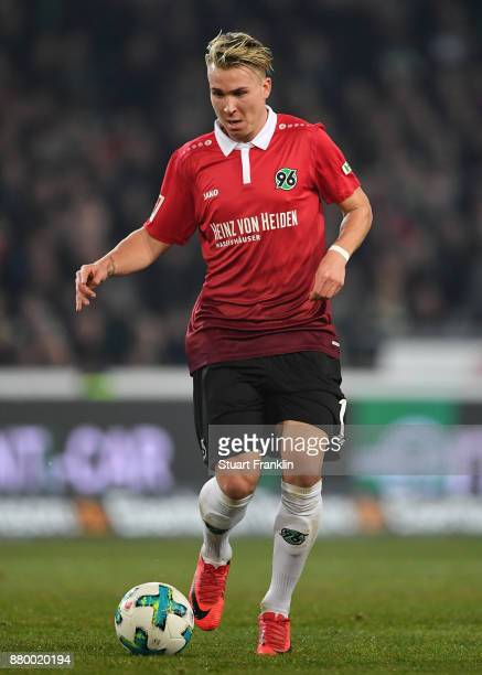 Felix Klaus of Hannover in action during the Bundesliga match between Hannover 96 and VfB Stuttgart at HDIArena on November 24 2017 in Hanover Germany