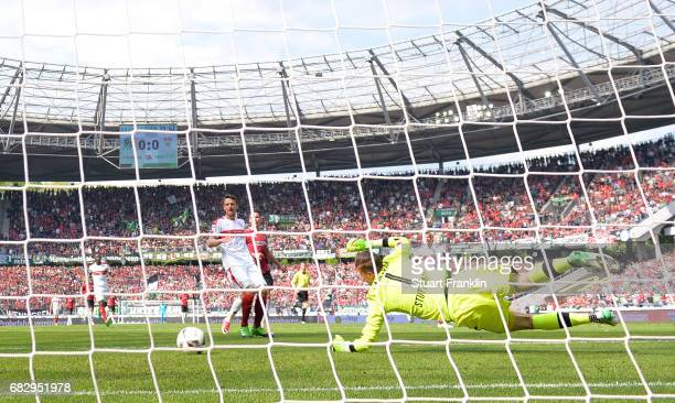 Felix Klaus of Hannover scores his goal during the Second Bundesliga match between Hannover 96 and VfB Stuttgart at HDIArena on May 14 2017 in...