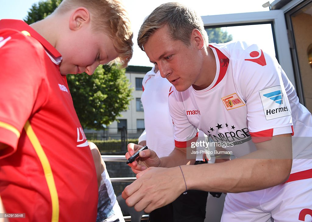 <a gi-track='captionPersonalityLinkClicked' href=/galleries/search?phrase=Felix+Kroos&family=editorial&specificpeople=3522221 ng-click='$event.stopPropagation()'>Felix Kroos</a> of 1 FC Union Berlin during the presentation of the new shirts of Union Berlin on June 25, 2016 in Berlin, Germany.