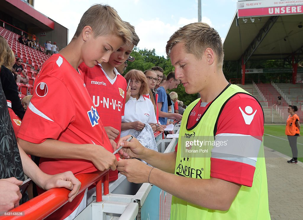 <a gi-track='captionPersonalityLinkClicked' href=/galleries/search?phrase=Felix+Kroos&family=editorial&specificpeople=3522221 ng-click='$event.stopPropagation()'>Felix Kroos</a> of 1 FC Union Berlin during training on June 26, 2016 in Berlin, Germany.