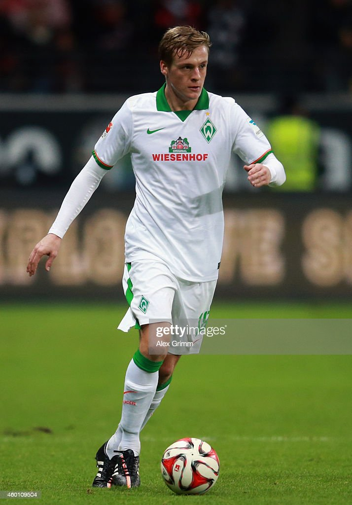 Felix Kroos of Bremen controles the ball during the Bundesliga match between Eintracht Frankfurt and SV Werder Bremen at CommerzbankArena on December...