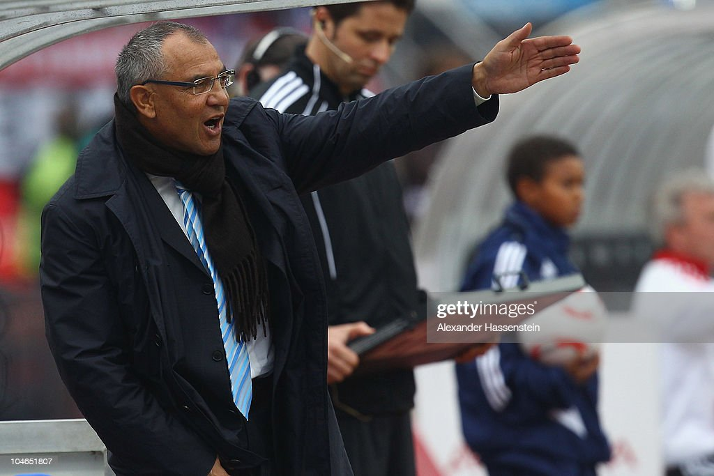 <a gi-track='captionPersonalityLinkClicked' href=/galleries/search?phrase=Felix+Magath&family=editorial&specificpeople=206318 ng-click='$event.stopPropagation()'>Felix Magath</a>, head coach of Schalke reacts during the Bundesliga match between 1. FC Nuernberg and FC Schalke 04 at Easy Credit Stadium on October 2, 2010 in Nuremberg, Germany.