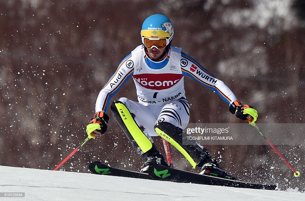 Felix Neureuter of Germany skies down the course during his first run of the 8th men's slalom competition in the FIS Ski World Cup 2015/2016 at the Naeba ski resort in Yuzawa town, Niigata prefecture on February 14, 2016. AFP PHOTO / TOSHIFUMI KITAMURA / AFP / TOSHIFUMI KITAMURA