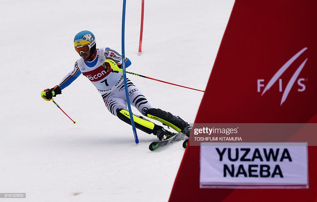 Felix Neureuter of Germany skies down the course during his second run of the 8th men's slalom competition in the FIS Ski World Cup 2015/2016 at the Naeba ski resort in Yuzawa town, Niigata prefecture on February 14, 2016. AFP PHOTO / TOSHIFUMI KITAMURA / AFP / TOSHIFUMI KITAMURA