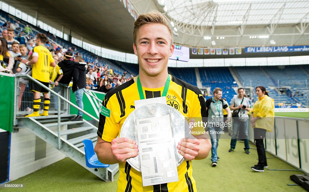 <a gi-track='captionPersonalityLinkClicked' href=/galleries/search?phrase=Felix+Passlack&family=editorial&specificpeople=12337670 ng-click='$event.stopPropagation()'>Felix Passlack</a> of Dortmund celebrate with the trophy after the A Juniors German Championship Final match between 1899 Hoffenheim U19 and Borussia Dortmund U19 at Wirsol Rhein-Neckar-Arena on May 29, 2016 in Sinsheim, Germany.