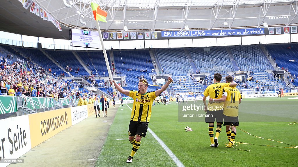 <a gi-track='captionPersonalityLinkClicked' href=/galleries/search?phrase=Felix+Passlack&family=editorial&specificpeople=12337670 ng-click='$event.stopPropagation()'>Felix Passlack</a> of Dortmund celebrates after the A Juniors German Championship Final match between 1899 Hoffenheim U19 and Borussia Dortmund U19 at Wirsol Rhein-Neckar-Arena on May 29, 2016 in Sinsheim, Germany.