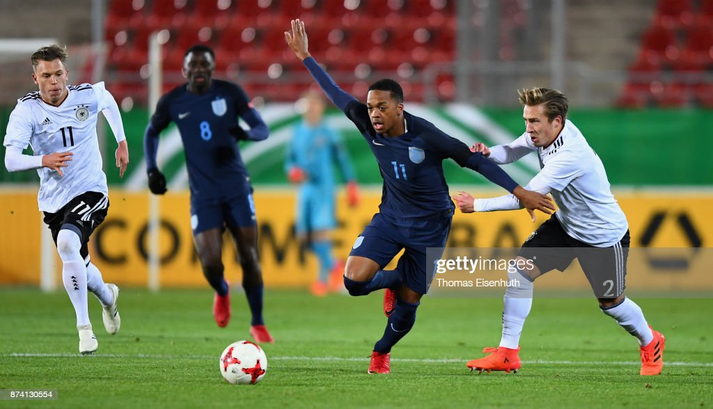Felix Passlack (R) of Germany and Chris Willock of England vie for the ball during the Under 20 International Friendly match between U20 of Germany and U20 of England at Stadion Zwickau on November 14, 2017 in Zwickau, Germany.