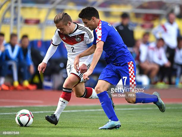 Felix Passlack of Germany and Josip Brekalo of Croatia chase the ball during the FIFA U17 World Cup Chile 2015 Round of 16 match between Croatia and...