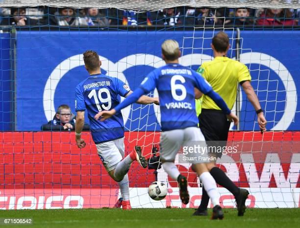 Felix Platte of Darmstadt scores the second goal during the Bundesliga match between Hamburger SV and SV Darmstadt 98 at Volksparkstadion on April 22...