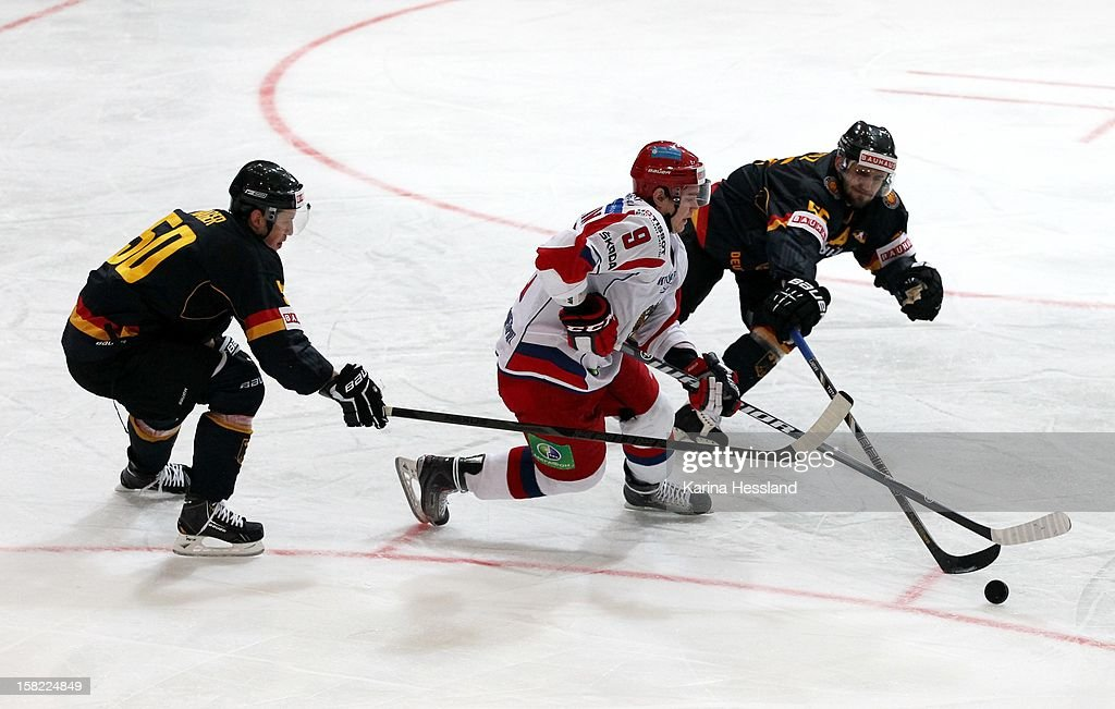 Felix Schuetz of Germany challenges Yevgeni Timkin of Russia during the Top Teams Sochi match between Germany and Russia at Kuechwaldhalle on December 11, 2012 in Chemnitz, Germany.