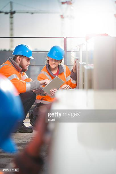 Climatisation et techniciens Femme avec son superviseur