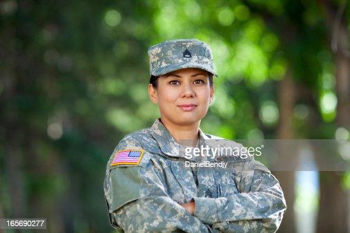 Weibliche amerikanische Soldaten Series: Porträt-Aufnahme im Außenbereich