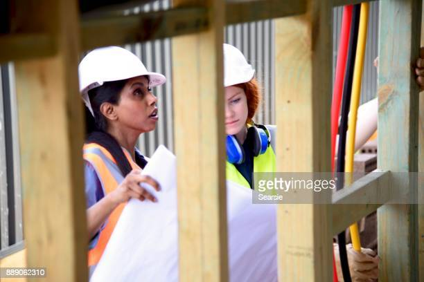 SYD112017 Female Architect and Construction worker in conversation