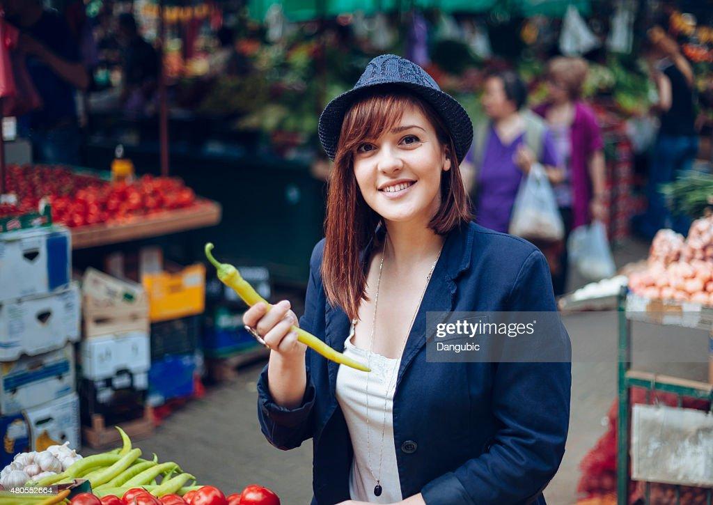 Mulher no mercado : Foto de stock