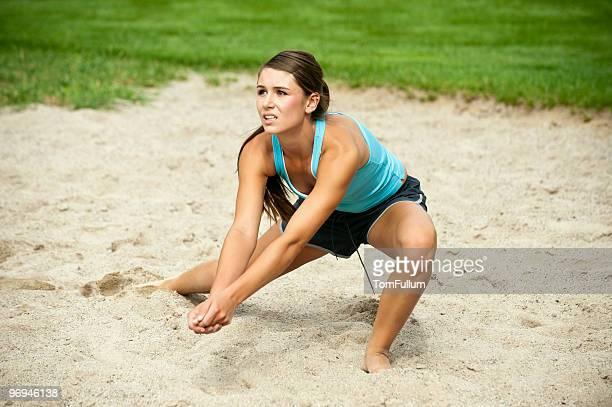 Sportlerin Volleyball spielen